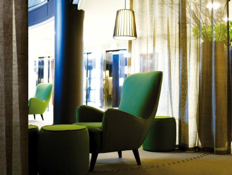 novotel porte d 39 orleans paris france la fibule. Black Bedroom Furniture Sets. Home Design Ideas
